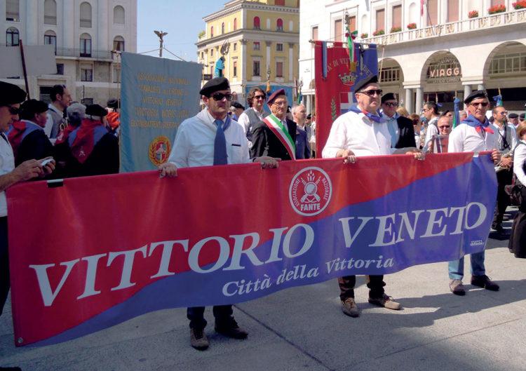 I fanti sfilano a Vittorio Veneto