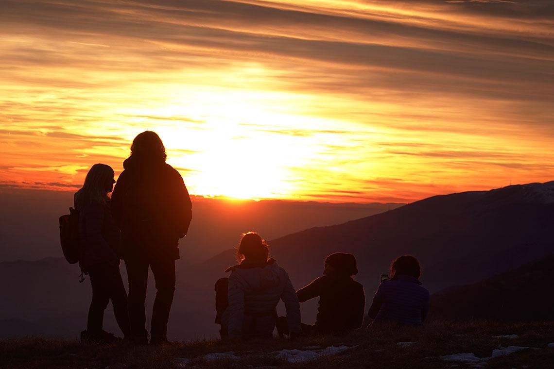 Ammirare il tramonto in CinemaScope dalla cima del monte Pizzoc
